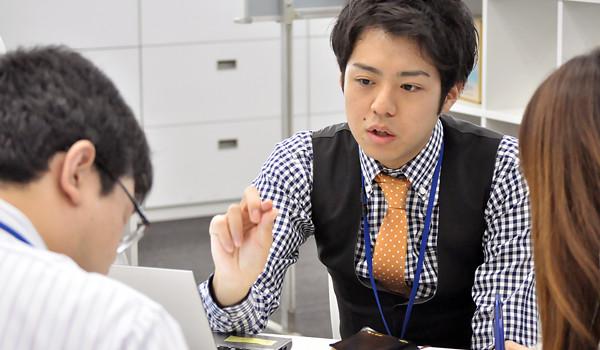 竹林伸さん 社内打ち合わせ